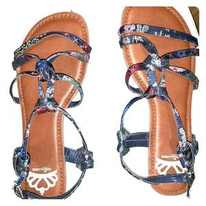 Denim blue sandals (with flower pattern)